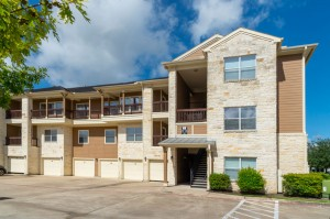 Apartments in Katy, TX - Exterior Apartment Building (5)