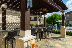 Apartments in Katy, TX - Outdoor Pergola with Bar and Grilling Area